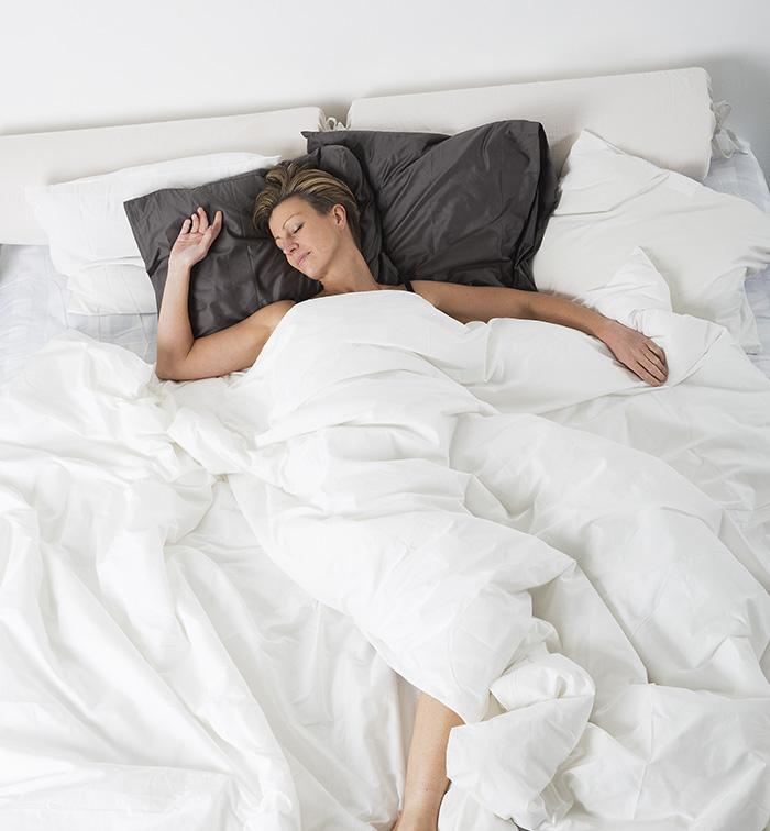 una cama grande para dormir de un tiron
