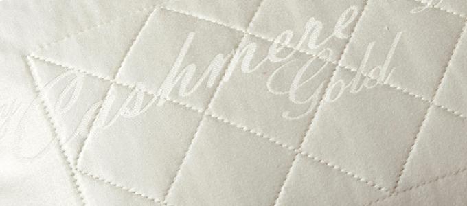 Detalle del tejido cashmere de la almohada Luxury Edition de Sweetbedding.