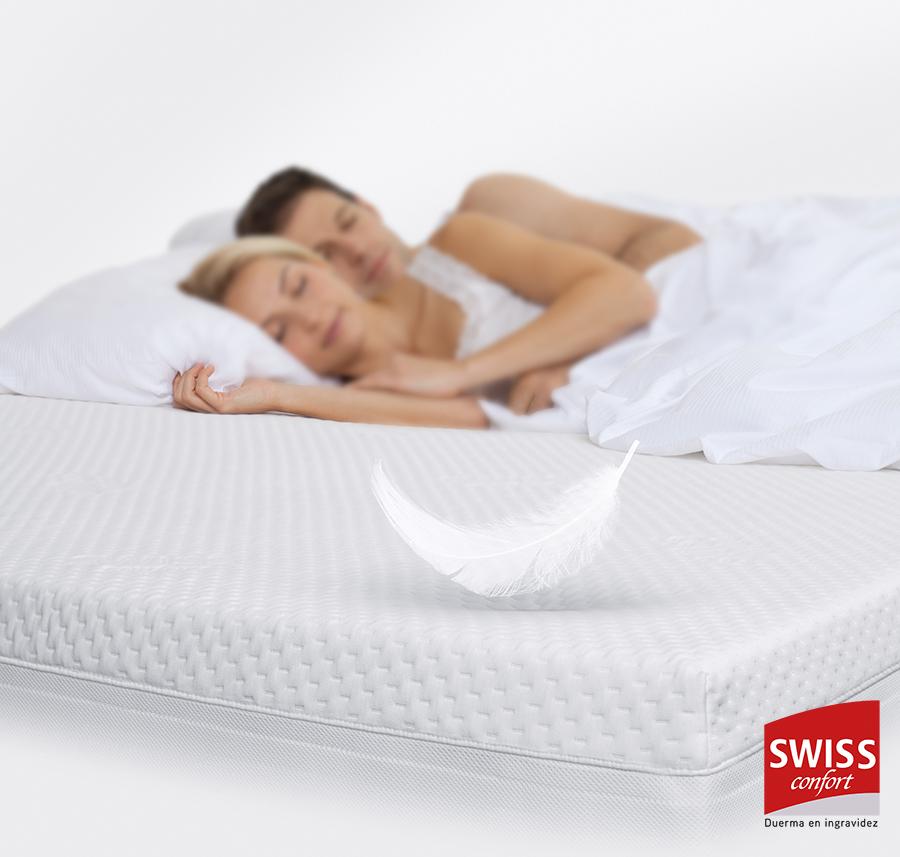 Pareja durmiendo sobre un colchón de la marca Swiss Confort, de SB Descanso.