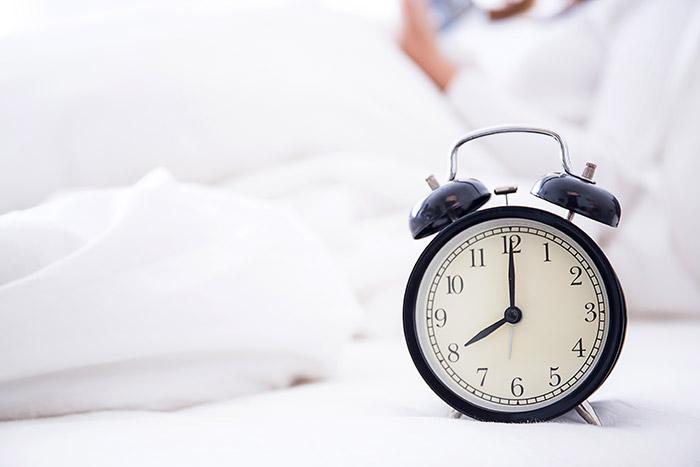 Consejos para dormir bien a al vuelta de vacaciones, ponerse horarios.