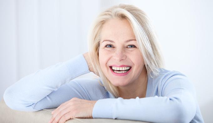 SB Descanso mujer mayor sonriendo