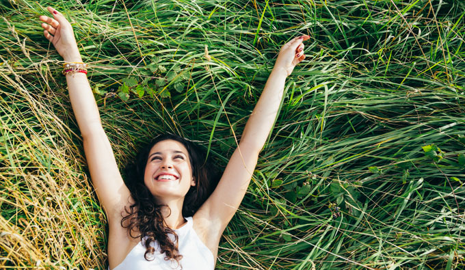 Campaña primavera de SB Descanso, chica sonriendo